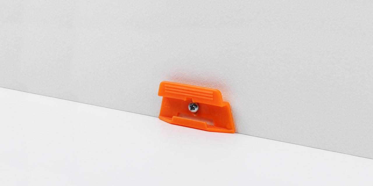 Sockelleistenclip orange